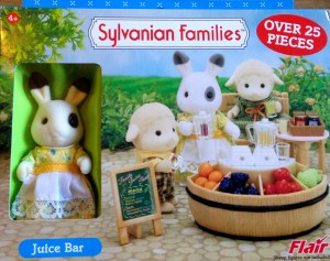 Sylvanian Families –UK Collection – Juice Bar Set with Betty Blackberry Rabbit Mother
