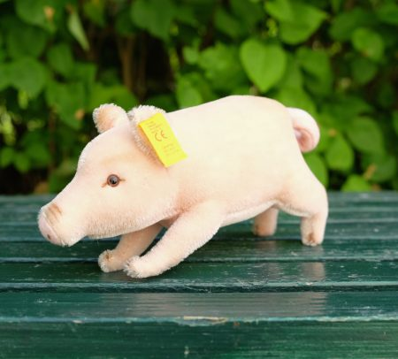 Pig in rose mohair by Steiff. EAN 072475