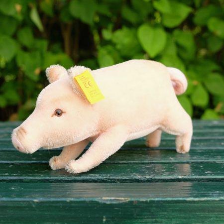 Pig in rose mohair by Steiff. EAN 072475