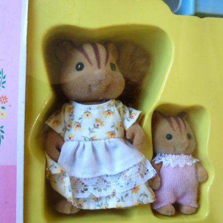 JP Sylvanian Families Furbanks Squirrel Mother and Baby Girl Bathing Set